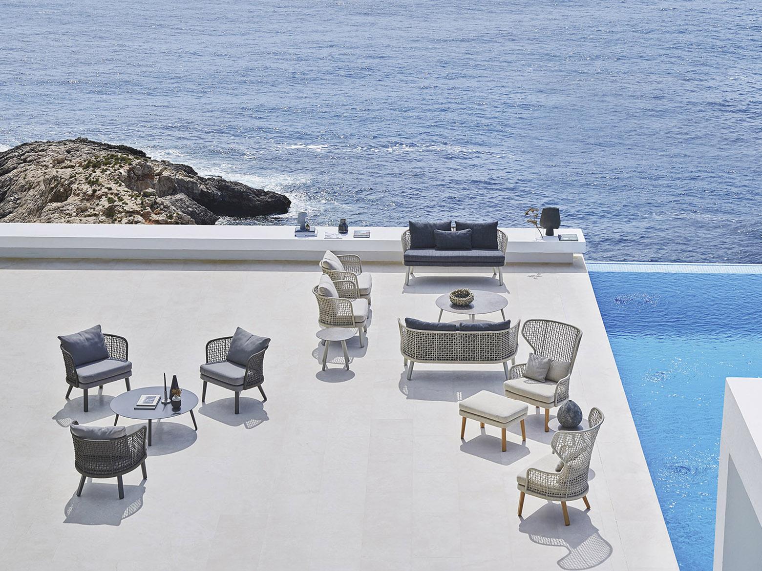 Arredamento di design per outdoor. sedie poltrone tavoli lettini