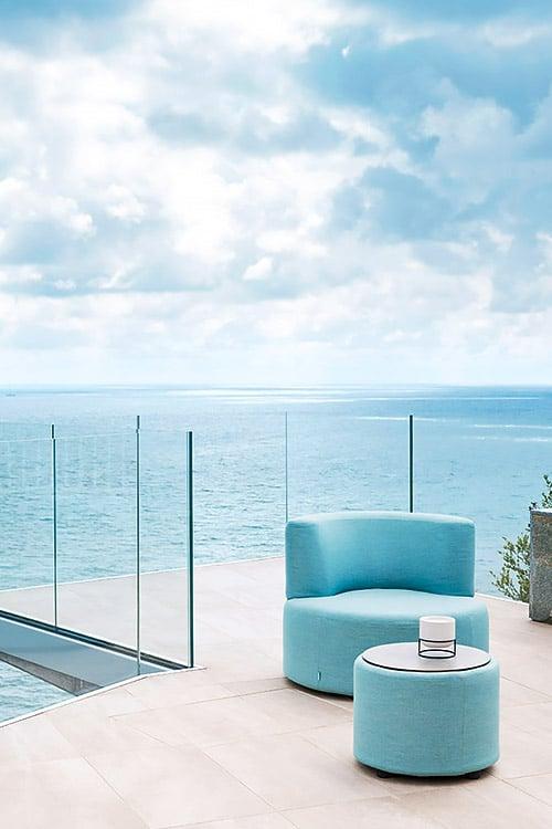 Varaschin - Outdoor living | BELT poltrona su terrazzo fronte mare