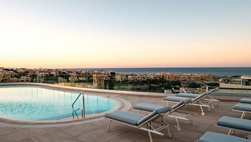 Varaschin - Hyatt Regency Hotel Malta | Bahia sunbeds poolside