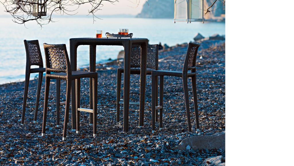Tavolo alto in plastica intrecciata altea